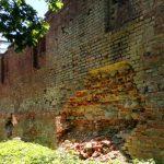 Rusza remont średniowiecznych murów obronnych w Pasłęku. To druga próba ratowania zabytku