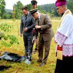 Upamiętniono leśników zamordowanych w Katyniu. Ponad sto dębów posadzono w Orzechowie