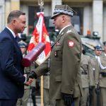 """Dowódca giżyckich """"Zawiszaków"""" mianowany na stopień generała. Prezydent RP awansował 13 wojskowych"""