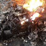 Palili m.in. kable, puszki i butelki. Pracownicy złomowiska w Elblągu ukarani wysokimi mandatami