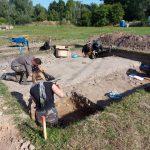 """Archeolodzy szukają cmentarzyska osady Truso. """"Część historii zapisanej w ziemi wycięto laserem"""""""