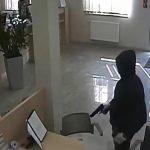 Aresztowano Litwina, który napadł na oddział bankowy w Pieckach. Jego wspólnik zginął w wypadku