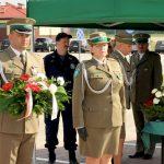 Dęby pamięci na przejściu granicznym w Grzechotkach. Upamiętniają sześciu oficerów zamordowanych w Charkowie i Katyniu
