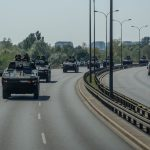 Przejazdy kolumn wojskowych na poligon w Orzyszu. Kierowców mogą czekać utrudnienia w ruchu