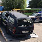 Elbląg walczy z wrakami samochodów porzuconymi w różnych częściach miasta