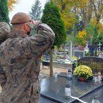 Terytorialsi pamiętają o bohaterach. Żołnierze posprzątali groby weteranów Armii Krajowej