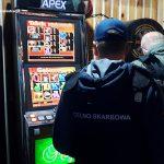 Skuteczna akcja funkcjonariuszy KAS. Zabezpieczyli nielegalne automaty w dwóch miastach