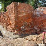 """Trwa remont zabytkowy murów obronnych w Pasłęku. """"To wyjątkowy zabytek, który pilnie potrzebuje renowacji"""""""