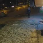 Olsztyńska policja opublikowała film z monitoringu ws. ataku nożownika. Służby proszą o kontakt