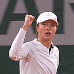 Iga Świątek się nie zatrzymuje! Polka w półfinale debla na kortach Rolanda Garrosa