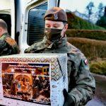 Do kombatantów docierają świąteczne paczki. Żywność i upominki rozwożą żołnierze WOT