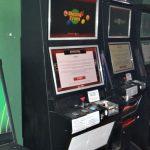 Nielegalne automaty w Mrągowie. Lokal oficjalnie był zamknięty