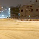 Zima w natarciu. Kierowcy i piesi uwaga – jest ślisko!