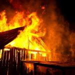 Służby podsumowały noc sylwestrową. Spłonęła hala produkcyjna, zapaliło się kilka aut