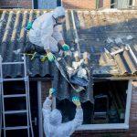 Rakotwórczy azbest znika z Ełku i okolic. Kilkadziesiąt posesji skorzystało z dofinansowania