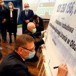 Symboliczny czek na remont olsztyńskiej Uranii przekazany