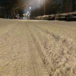 Zajeżdżony śnieg i błoto pośniegowe. Drogowcy ostrzegają: Wciąż ślisko na trasach w regionie