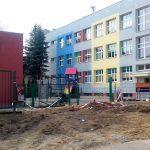 W Ełku powstają specjalne parkingi dla rodziców odwożących dzieci do szkoły