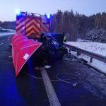 Jedna osoba nie żyje po zderzeniu auta osobowego z wozem strażackim