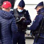 Policja kontroluje noszenie maseczek