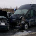 Groźny wypadek na obwodnicy Olecka. Dwa auta stanęły w ogniu. Są ranni