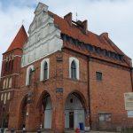 Dach zabytkowego ratusza w Pasłęku wymaga pilnego remontu. Właśnie rusza kolejny przetarg