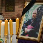 """""""Był człowiekiem dobrym, spokojnym, chętnym do pomocy, odważnym"""". Najbliżsi wspominają abp. Wojciecha Ziembę"""