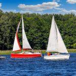 Coraz więcej turystów na Wielkich Jeziorach Mazurskich. Warunki do żeglowania są idealne