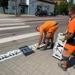 """Akcja """"Odłóż telefon i żyj!"""" w Elblągu i Kętrzynie. Służby oznaczają przejścia dla pieszych"""