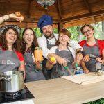 """Jakie potrawy przygotują goście """"Radia od kuchni""""? Słuchaj letniej audycji Radia Olsztyn"""