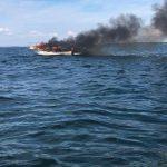 Pożar łodzi motorowej na Śniardwach. Trzy osoby są ranne, w tym jedna ciężko