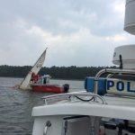 Policja uratowała cztery osoby na jeziorze Roś