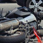 Pijany motocyklista spowodował wypadek. Po wyjściu ze szpitala stanie przed sądem