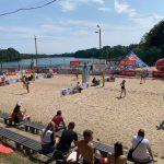 MP juniorek w siatkówce plażowej: zawodniczki z regionu na podium