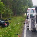 Jedna osoba jest ranna po zderzeniu busa z autem osobowym na DK 16