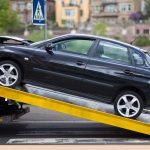 Właściciele aut blokujących drogi mogą je stracić. Elbląg walczy z porzuconymi samochodami