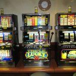 Nielegalne automaty w Giżycku. Służby ujawniły cztery maszyny do gier hazardowych