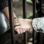"""Setki ojców odsiadują wyroki w więzieniach okręgu olsztyńskiego. """"Bycie tatą potrafi motywować do zmiany"""""""