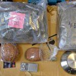 Kilka kilogramów narkotyków w dwóch mieszkaniach. 30-latek z Elbląga ma na swoim koncie więcej grzechów