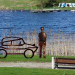 Pomnik Pana Samochodzika nad Jeziorakiem? Decyzja w rękach mieszkańców Iławy