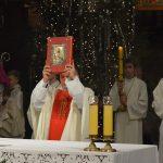 Wierni zebrali się o północy w kościołach, aby uczestniczyć w pierwszej mszy świętej w Boże Narodzenie