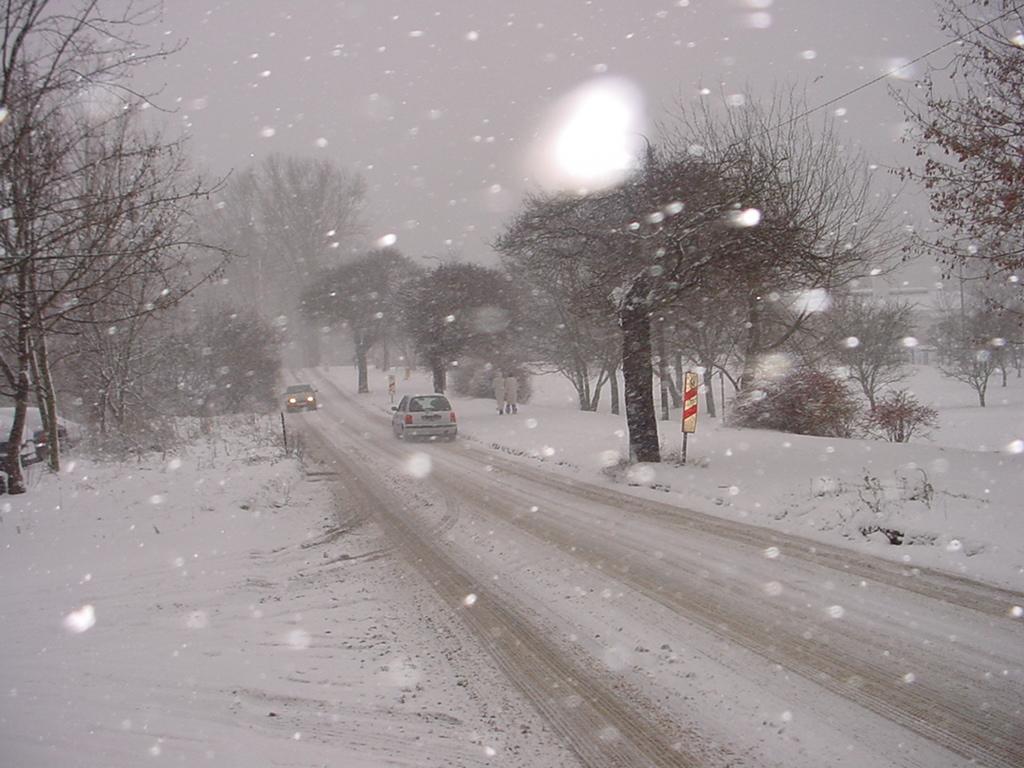 zaśniezone białe drogi Warmii i Mazur